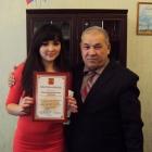 Вручение секретарю - делопроизводителю Миргаляутдиновой Р.Р. благодарственного письма